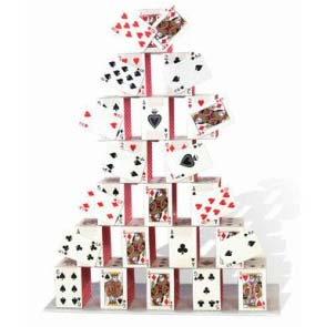Augustin Bonrepaux au sommet d'un château de cartes