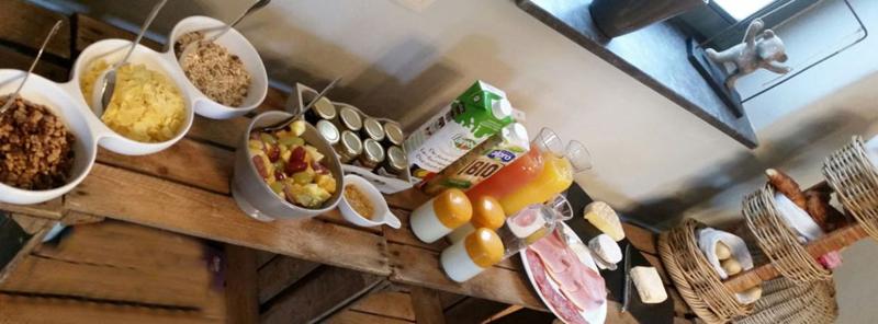Petit-déjeuner de la chambre d'hôtes en Ardennes La Couette de l'ours.